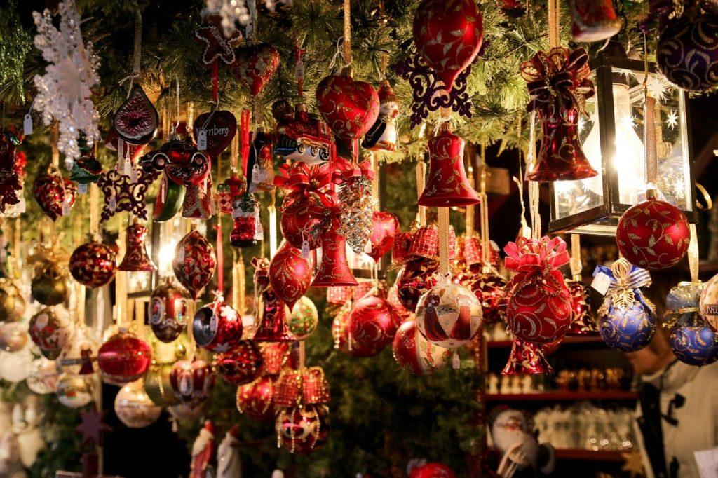 Elemente decorative de brad de Crăciun