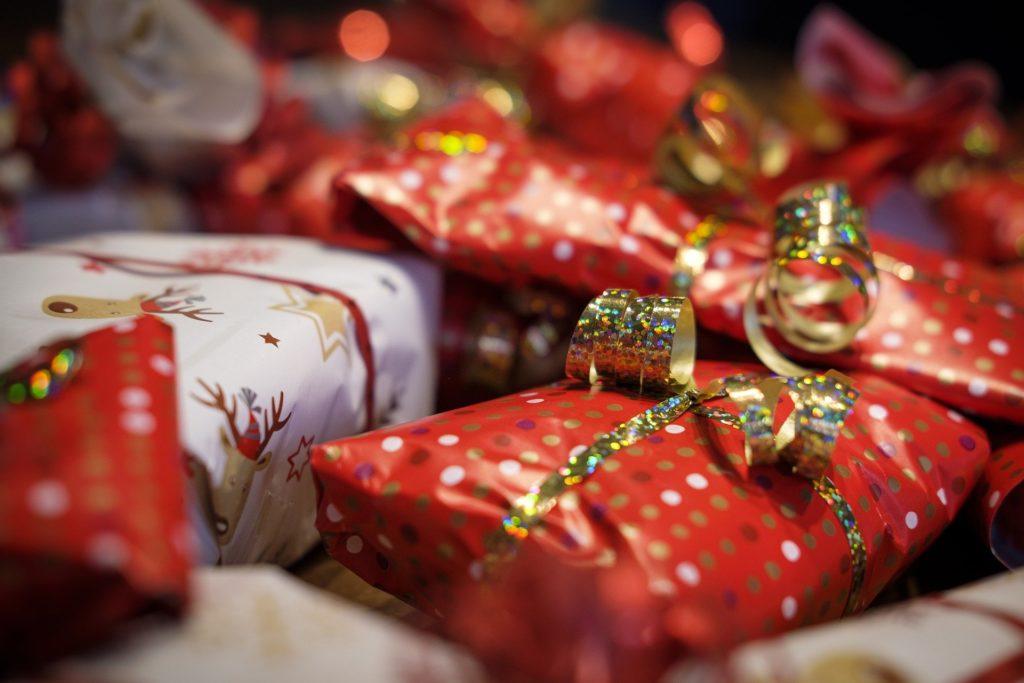 daruri lăsate de Sfântul Nicolae, Moș Crăciun sau Regiii Magi